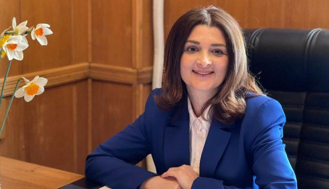 """Consilierul local PNL, Mihaela Andrei: """"Am depus un proiect pentru 16 parcări etajate"""" - fondmihaelaandrei-1618411068.jpg"""