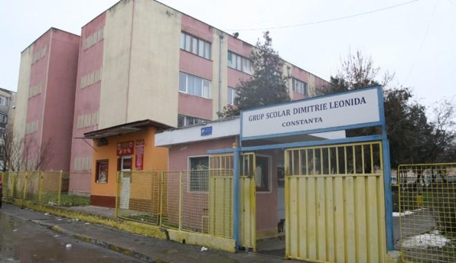 Foto: MITĂ LA BAC, ÎN PACHETUL DE ŞERVEŢELE/ Două profesoare şi un elev, trimişi în judecată