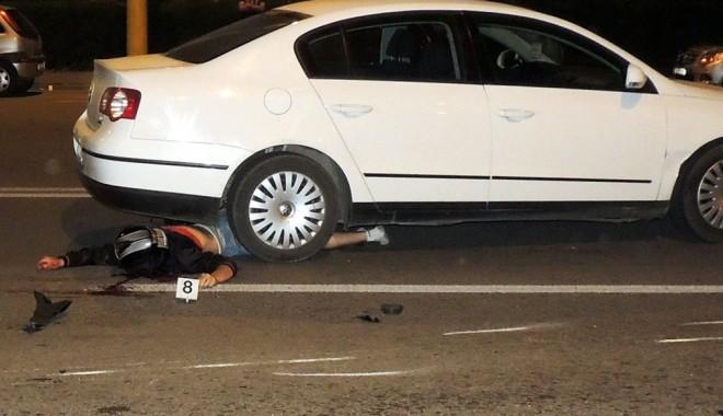"""Foto: Atenţie, imagini şocante! """"Sinucigaş"""" pe două roţi. Băgat în mormânt  de motocicleta cu care """"zbura"""" prin Constanţa"""