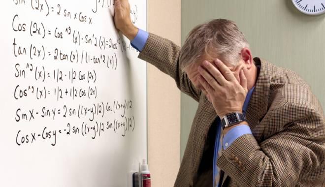 "Foto: Elevii care �i amenin�� dasc�lii vor ajunge dup� gratii. ""Profesorii sunt timora�i de c�tre propriii elevi"""