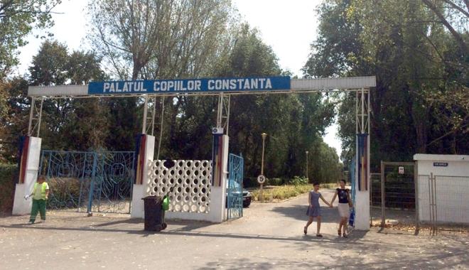 """Foto: """"Comoara"""" de la Palatul Copiilor - paragina întinsă pe 10 hectare!"""