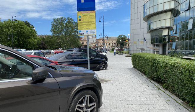 Parcare cu plată, începând de astăzi, în Constanţa şi Mamaia! Ce amenzi riscaţi dacă uitaţi să achitaţi tariful - fondparcarecuplata-1623953328.jpg