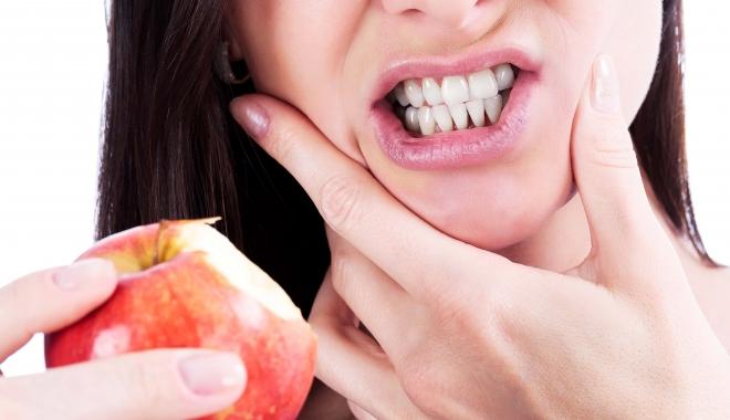Foto: Boala parodontală poate însemna sfârşitul dinţilor tăi. Cum poate fi prevenită