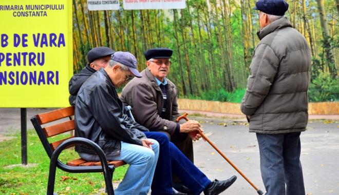 Foto: Pensii mai mari, inclusiv pentru militari, în 2017. Guvernul menţine, însă, austeritatea la bugetari