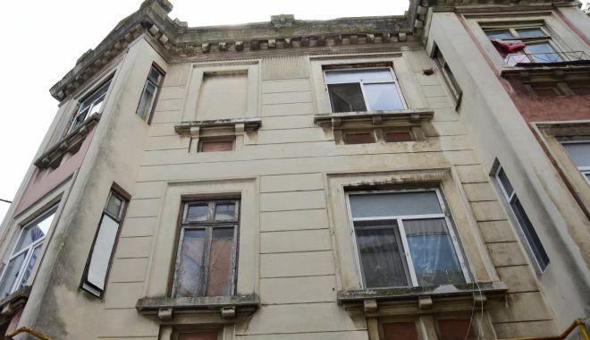 Pericol la Constanţa. Şcoli şi grădiniţe în clădiri ce stau să cadă - fondpericollaconstanta-1611689076.jpg