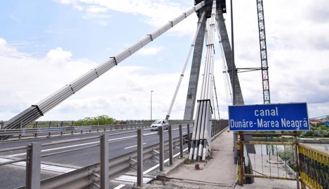"""Foto: Istoria reabilitării podului Agigea, un """"monument"""" de incompetenţă. Lucrările continuă şi la anul"""