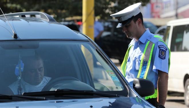 """Foto: Replică halucinantă a unui şofer tras pe dreapta. """"Nu mi-am dat seama că sunt la volan!"""""""