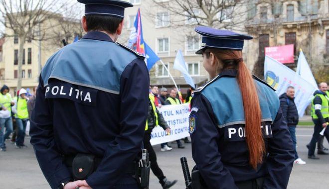 """Foto: Statutul Poliţistului  va fi modificat. """"Sunt doar cârpeli!"""""""
