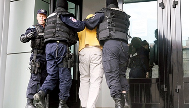 """Foto: Cine are dreptate în SCANDALUL ARESTĂRILOR DE LA CRIMĂ ORGANIZATĂ! """"Cum să-şi mai facă un poliţist meseria?"""""""