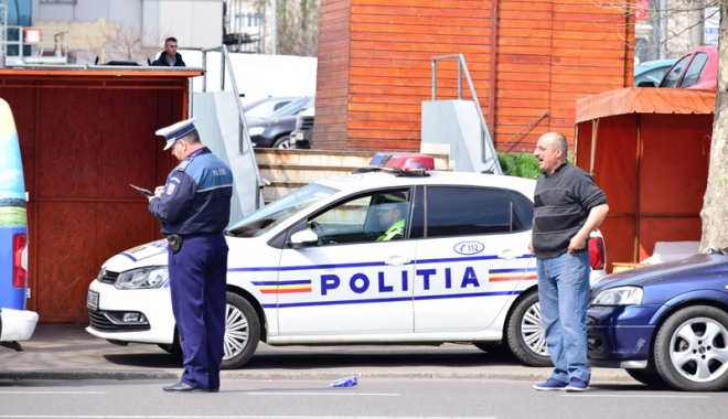 """Foto: Poliţiştii, legaţi la mâini de lege. """"De câte ori am pus cătuşe, de atâtea ori am fost cercetat"""""""