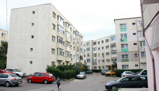 Foto: Locuieşti la bloc? Amenzile sunt uriaşe. Pereţii sparţi şi bucătăriile mutate pe balcon, luate în vizor