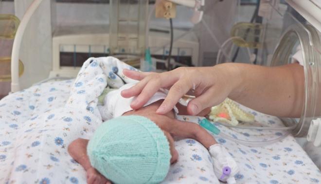 Foto: Dramatism extrem! Mor copii în maternităţi şi nimănui nu-i pasă