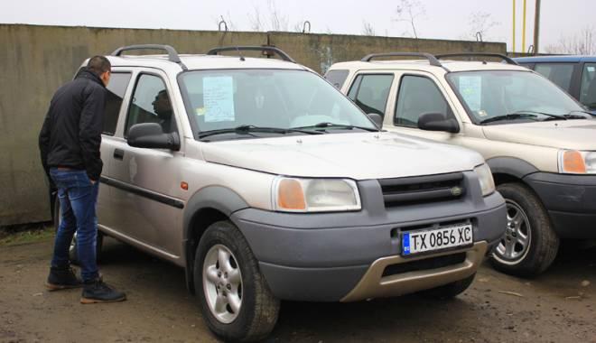 Foto: Cum merg vânzările de maşini în parcurile auto din Constanţa