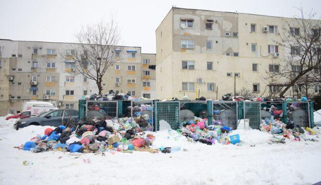 Munţi de gunoaie la Constanţa! Firma de salubrizare Polaris M Holding se contrează  cu administratorul rampei ecologice