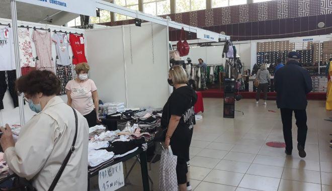 Constănțenii au luat cu asalt Salonul Național de Îmbrăcăminte - Încălțăminte TINIMTEX din Mamaia - fondprintconstanteniiauluatcuasa-1620838941.jpg