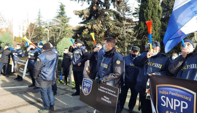 """Protest al polițiștilor, grefierilor și pensionarilor, la Constanța. """"Suntem umiliți!"""" - fondprotestpolitistigrefieri10-1611156499.jpg"""