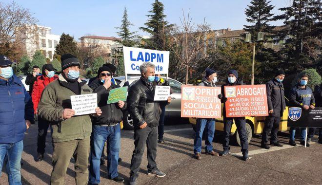 """Protest al polițiștilor, grefierilor și pensionarilor, la Constanța. """"Suntem umiliți!"""" - fondprotestpolitistigrefieri13-1611156526.jpg"""