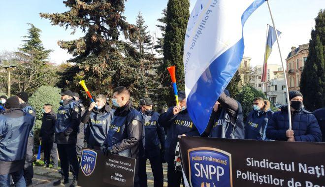 """Protest al polițiștilor, grefierilor și pensionarilor, la Constanța. """"Suntem umiliți!"""" - fondprotestpolitistigrefieri7-1611156480.jpg"""