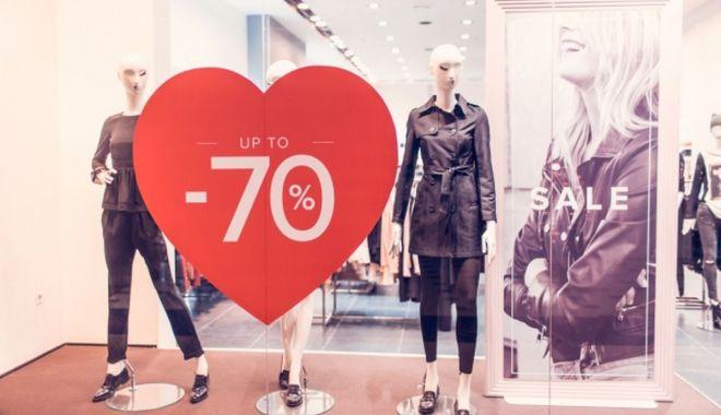 Reduceri record în magazine! Comercianții lasă la preț numai și numai să scape de marfă! - fondreducerirecord1print-1613066513.jpg