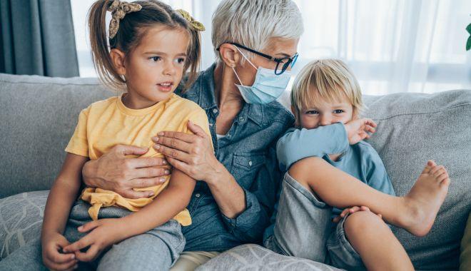 """Bunicii se răzvrătesc! """"Am fost mințiți că vom fi vaccinați primii!"""" - fondrevoltabunicilor1-1614366908.jpg"""