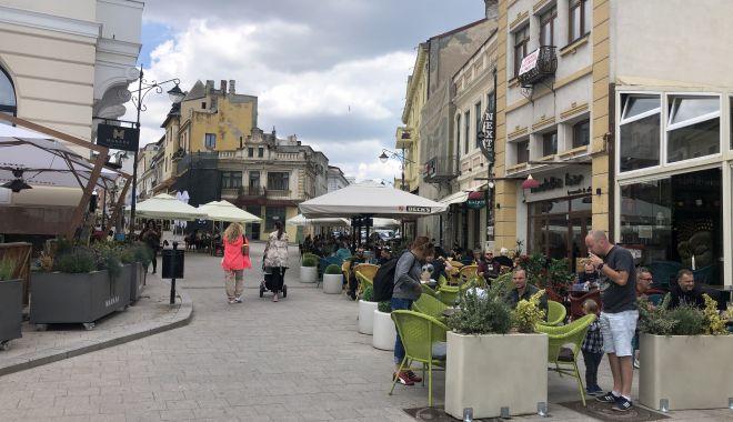 România revine la normalitate. Fără mască şi fără restricții de noapte, din weekend - fondromaniarevine-1620928475.jpg