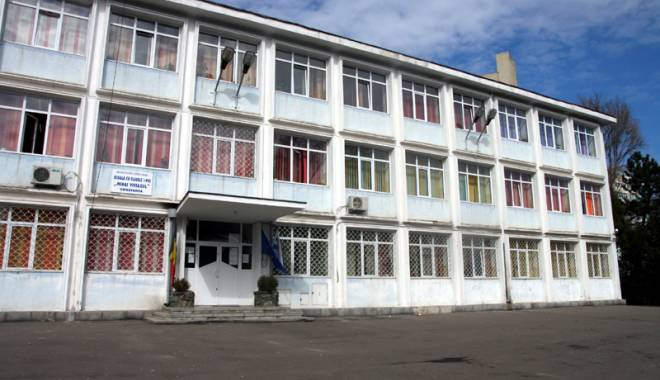 Foto: Şcoală din Constanţa vandalizată! Elevi supăraţi sau hoţi?