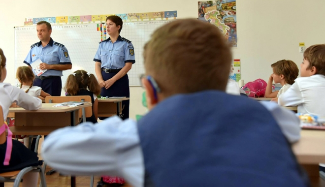Foto: Siguranţa elevilor, pe planul doi! Aproape jumătate dintre şcoli nu au pază