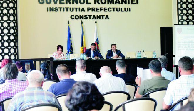 """Foto: Ședință la CJC: facilități pentru elevi și studenți. """"Se întârzie de șapte ani punerea în aplicare a legii"""""""