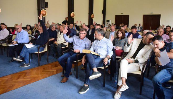 Foto: Ședință la CJC cu numire de directori și împărțire de bani primăriilor