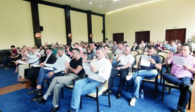 Foto: Dispută la ședința CJC. Liberalii acuză conducerea instituției că ignoră proiectele PNL