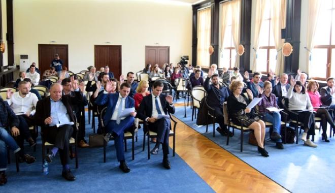 Foto: Consilierii locali, convocaţi la şedinţă de primarul Decebal Făgădău. Ce proiecte se vor discuta