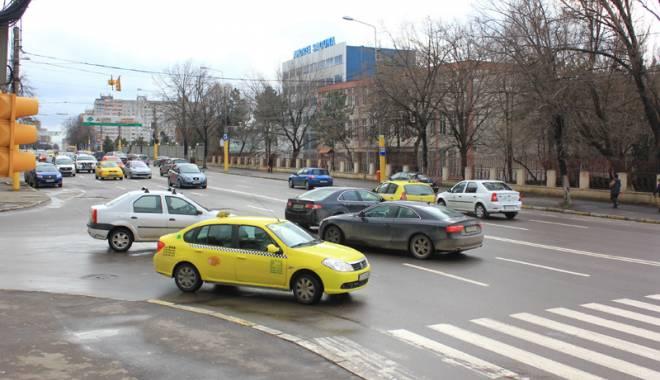 Foto: Sens giratoriu �n intersec�ia L�pu�neanu cu N. Iorga. C�nd va fi gata �i cum va afecta circula�ia