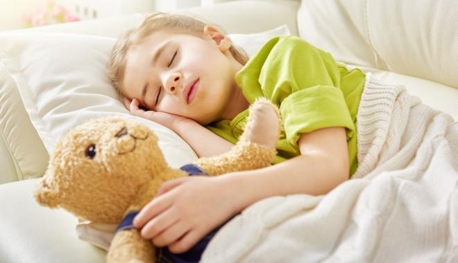 Foto: Copiii stresaţi au probleme cu somnul. Ce trebuie să facă părinţii pentru a-i ajuta