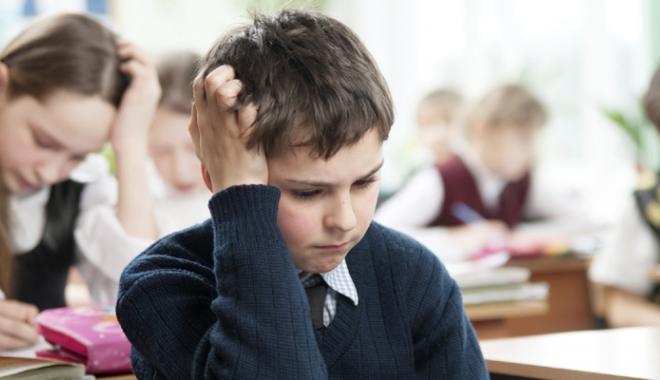 """Foto: Spaima elevilor de clasa a II-a. """"Dacă nu luăm testul rămânem repetenţi?"""""""