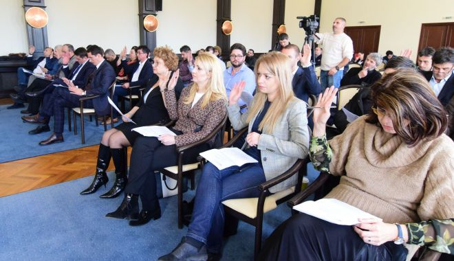 Foto: Iese cu scântei la ședința Consiliului Local? Spații verzi, scoase la vânzare, în Constanța