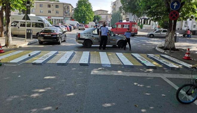 """Foto: """"STOP! victimelor pe trecerile de pietoni!"""". Prima zebră 3D din judeţul Constanţa"""