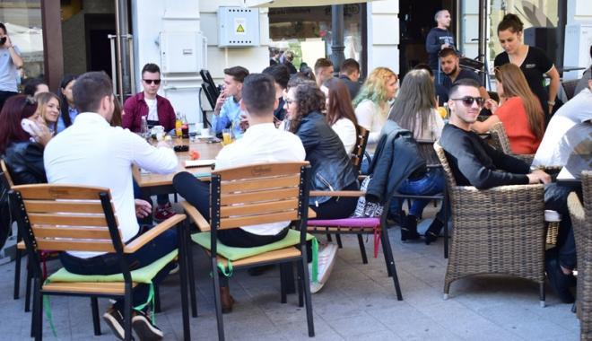 Foto: Terase şi restaurante pe trotuare, expoziţii în Piaţa Ovidiu. Cum vrea Primăria să arate Constanţa turistică