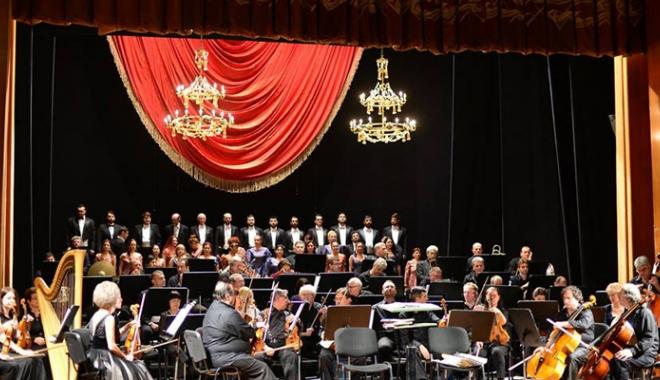 """Foto: Toate genurile lirice îşi dau  întâlnire la Teatrul """"Oleg Danovski"""""""