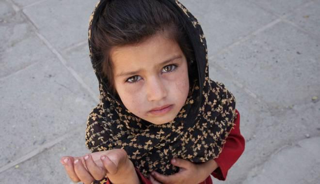 Foto: Bunicuţele, mai periculoase decât traficanţii de copii!