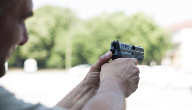 Mai știu polițiștii să țină pistolul în mână? Dar să-l folosească? - fondtrageripolitisti-1616524635.jpg