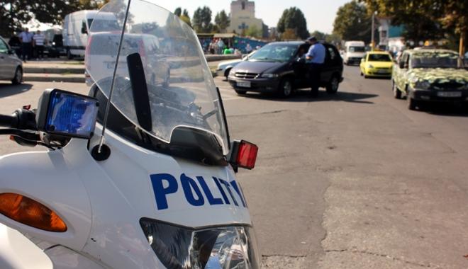 """Foto: """"Bobocii"""" din Poliţie, ţinuţi pe bară! Un motiv năucitor"""