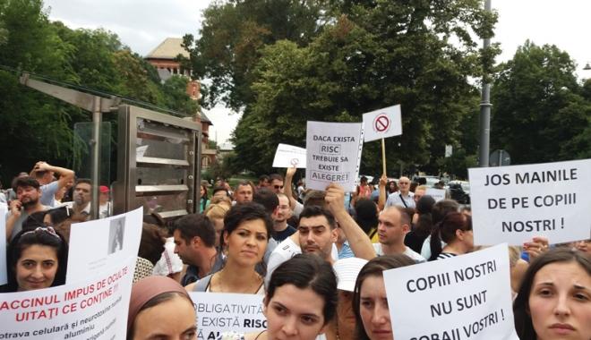 Foto: Obligativitatea vaccinării copiilor  a stârnit proteste şi valuri de nemulţumiri