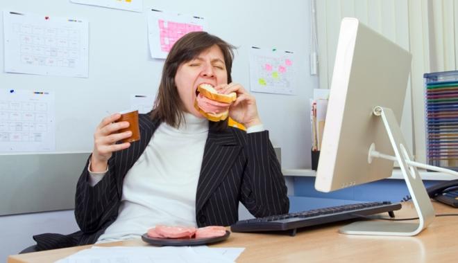 Foto: Veganismul nu este egal cu sănătatea, dar oamenii trebuie învăţaţi să nu mai mănânce parizer