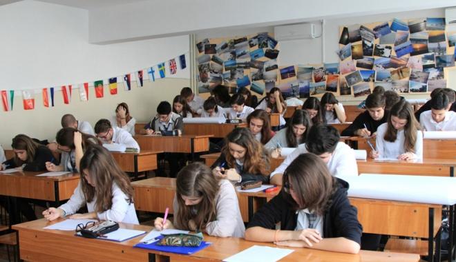 Foto: Veste neplăcută pentru profesori. Simulările se vor suprapune