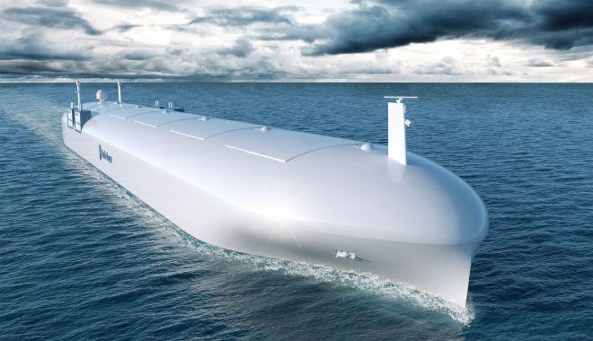 """Foto: """"Căpitanul Peter"""" şi Inspectorul """"Dronă"""". Viitorul a prins viteză în industria shipping-ului"""