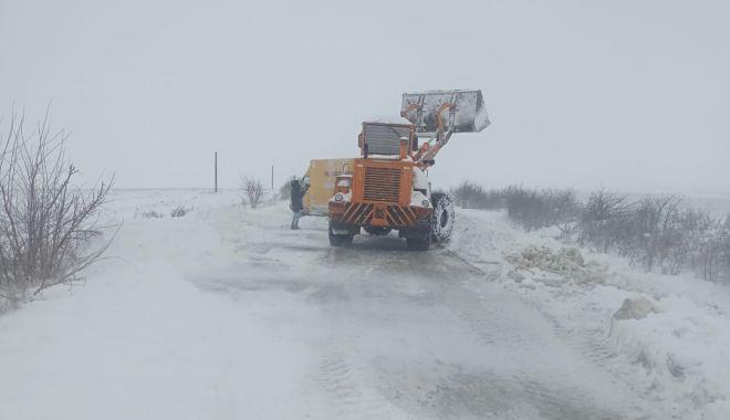 Furia albă a făcut ravagii. Drumuri închise, maşini blocate şi localităţi fără apă sau curent - fondviscolsininsori2-1611772070.jpg