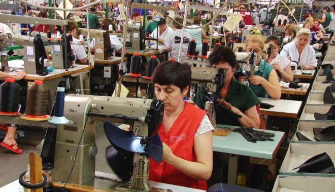 Foto: Forța de muncă s-a scumpit cu aproape 13%