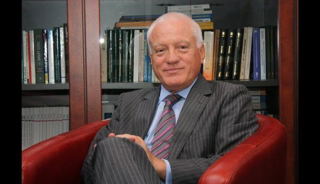 """Foto: Fostul ministru Valeriu Stoica, premiat de Universitatea """"Ovidius"""""""
