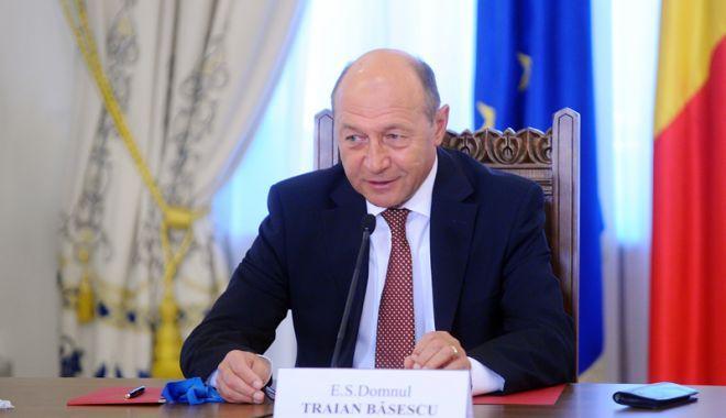 """Foto: Traian Băsescu,  ironic despre  vizitele premierului:  """"Merge şi el pe unde mai este primit"""""""