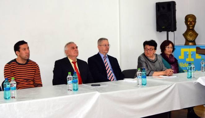"""Foto: Fostul rector al Universităţii """"Ovidius"""", la comemorarea unui marcant fizician tătar"""